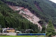 A scene where a landslide occurred in pictured in the Ono district of Hita, Oita Prefecture, on July 10, 2017. (Mainichi)