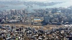 品川─田町駅間に新駅が建設され、再開発が進むJR山手線=東京都港区で2017年3月16日、本社ヘリから徳野仁子撮影