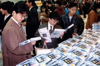 マイクロソフトのウィンドウズ95日本語版が発売され、PC時代が幕を開けた=1995年11月23日