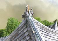 ドローンで撮影した、損壊した犬山城のしゃちほこ=愛知県犬山市で2017年7月13日午前