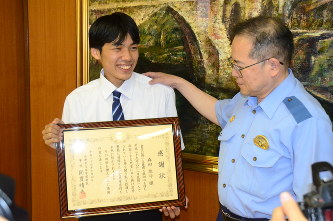 DV被害の中学生を保護 兵庫県・宝塚署が森田悠斗さんに感謝状