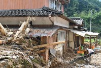 A house in the village of Toho, Fukuoka Prefecture, is seen on July 14, 2017, after it was struck by driftwood and dirt following torrential rains. (Mainichi)