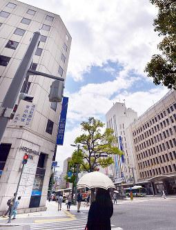 (6)八丁堀から東を望む。北西側は軍用地だった=広島市中区で2017年6月8日、山田尚弘撮影