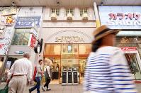 (7)1873年創業の下村時計店は同じ場所で再建されて現在も営業している=広島市中区で2017年6月8日、山田尚弘撮影