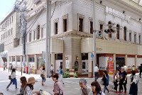 (8)修復された帝国銀行広島支店には、今はベーカリー「アンデルセン」が入る。広島に残った代表的な被爆建物の一つでもある=広島市中区で2017年6月8日、山田尚弘撮影