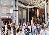(9)復興を遂げ、本通商店街周辺は広島を代表する繁華街となった=広島市中区で2017年6月8日、山田尚弘撮影