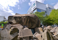 (11)広島文理科大(現広島大)の敷地内に建つ慰霊碑=広島市中区で2017年6月8日、山田尚弘撮影