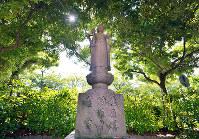 (13)広島瓦斯本社の跡地は公園となり、園内には慰霊碑が建つ=広島市中区で2017年6月8日、山田尚弘撮影