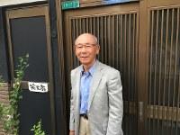 過労死防止法成立の陰に遺族たちの闘いがあった--それを知らしめたいと小林康二さんは「エンマの願い」を書いた=大阪市淀川区で、松井宏員撮影