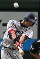 【大阪市(日本生命)-横浜市(三菱日立パワーシステムズ)】二回裏横浜市無死、若林が右中間スタンドにソロ本塁打を放つ=東京ドームで2017年7月17日、平川義之撮影