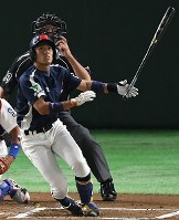 【東京都(NTT東日本)-神戸市・高砂市(三菱重工神戸・高砂)】一回表神戸市・高砂市1死一塁、藤原が左越えに2点本塁打を放つ=東京ドームで2017年7月17日、渡部直樹撮影