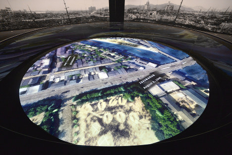 """The """"White Panorama"""" exhibit, which shows a video recreation of the moment the atomic bomb was dropped on Hiroshima, is seen here. This particular image is a depiction of the sunny morning scene in Hiroshima, just before the bomb was released. (Mainichi)"""