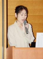 栗生楽泉園の社会交流会館について説明する職員の小林綾さん=東京都東村山市の国立ハンセン病資料館で