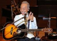 「生きる」コンサートで笑顔を見せる谷村新司さん