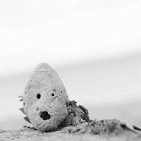 比嘉良治写真展「時がこもる浜・沖縄」より=沖縄県うるま市の浜比嘉島