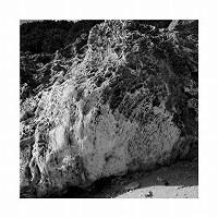 比嘉良治写真展「時がこもる浜・沖縄」より=沖縄県南城市の久高島