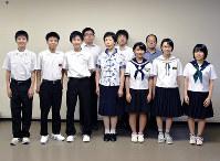 日中友好交流都市中学生卓球交歓大会に出場する中学生ら=徳島市役所で、松山文音撮影