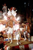御幸森天神宮夏祭りの龍の踊りは力強い=大阪市生野区で、金光敏撮影