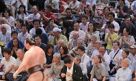 The crowd cheers after yokozuna Hakuho, foreground, wins against ozeki Takayasu by pushing him to the ground in a bout at the Nagoya Grand Sumo Tournament on July 21, 2017. This was Hakuho's 1,048th win, making him the record holder for most career wins. (Mainichi)