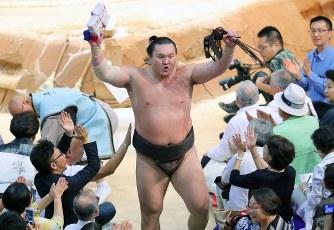 大相撲名古屋場所:止まらぬ白鵬...