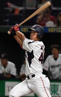 【横浜市(三菱日立パワーシステムズ)―広島市(JR西日本)】七回表横浜市無死一塁、龍がこの試合2本目となる2点本塁打を放つ=東京ドームで2017年7月23日、森園道子撮影
