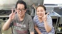 石川純さん(49) 「石川さんの作るから揚げは絶品」と話す支援者の舘浦麻衣子さん(右)=上東麻子撮影