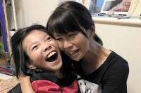 高橋優里さん(11) 「いっぱいいっぱい愛してる!」=母の育恵さん提供