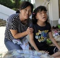 久保田ゆいさん(10) 母里織さんは「私のおなかを選んできてくれた子。産まない選択肢はなかった」=上東麻子撮影
