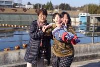 六本木祐希さん(6) 「まひで顔がゆがんでしまいますが、笑顔を見せてくれるとうれしいし家族の活力になる我が家のムードメーカーです!」=家族提供