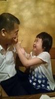 菅野心花(みはな)さん(10) 「じいじ大好き!」=母の有紀さん提供
