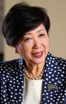 Tokyo Gov. Yuriko Koike answers questions during an interview with the Mainichi Shimbun at the Tokyo Metropolitan Government headquarters on July 25, 2017. (Mainichi)