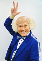 芸歴30年を記念し、全国ツアー開催中の辻本茂雄=加古信志撮影