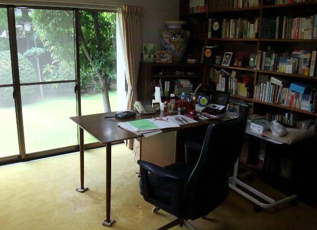 山崎豊子さんの書斎=堺市で2014年8月25日、鶴谷真撮影