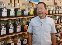 「焙煎したてのコーヒーのおいしさは格別です」と話す珈琲豆屋の芹口社長