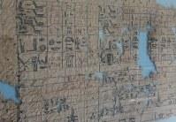 2013年に紅海沿岸の町で発見された「最古のパピルス」。現在はカイロのエジプト考古学博物館に収蔵されている=カイロのエジプト考古学博物館で2017年7月24日、篠田航一撮影