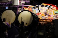 Drums and flutes add lively sounds to the annual Aomori Nebuta Festival as floats pass through the city's downtown area in Aug. 2, 2017. (Mainichi)