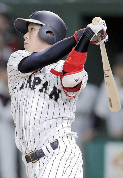 今年のWBC2次リーグのキューバ戦、八回裏に山田が2点本塁打=宮武祐希撮影
