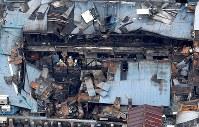 火災発生から一夜明けた築地場外市場=東京都中央区築地で2017年8月4日午前9時43分、本社ヘリから竹内紀臣撮影