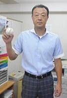 司法書士事務所で後輩にエールを送る桧山さん