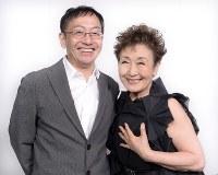 演出家・劇作家の野田秀樹さん(左)と加藤登紀子さん=東京都墨田区で2017年7月6日、渡部直樹撮影