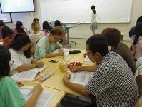 立命館アジア太平洋大学で中国語を学ぶ学生。日本語を勉強中の留学生も多く、授業は英語で行われている