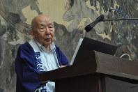 講談師の神田甲陽さんは「ヒロシマ・ナガサキ・アンド・ピース」と題した創作講談を上演。広島の「折り鶴の少女」、長崎の「嘉代子さくら」、そして原爆投下後の一人の米兵の苦悩などを織り交ぜた内容=原爆の図丸木美術館提供