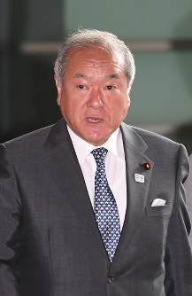 Minister in charge of the Tokyo Olympic and Paralympic Games Shunichi Suzuki (Mainichi)