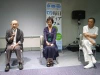 映画「風のかたち」について語り合う(左から)細谷さん、羽賀さん、伊勢さん=毎日ホールで