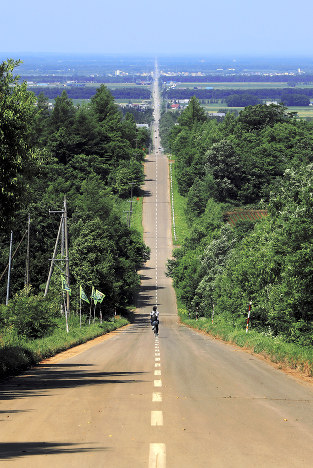 天に続く道:28キロ一直線 隠れ...