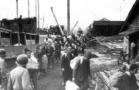 漁船で博多に引き揚げた人たち=1945年10月18日撮影