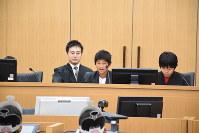 判決を言い渡す裁判官役の小学生=千葉市中央区の千葉地裁で