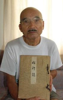 特攻隊の「壮行録」の寄贈を決めた斎藤良彦さん=高崎市内で