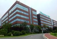 中国・ハイセンスの研究開発拠点。世界各地に同様の施設を展開している=中国・青島で2017年7月27日、赤間清広撮影