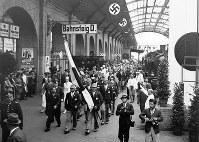 国際列車でベルリンのフリードリヒ駅に到着した日本選手団、ユニホームの帽子は戦闘帽だった=1936(昭和11)年7月20日、高田正雄本社特派員撮影